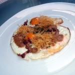 Huevos rotos con patatas paja